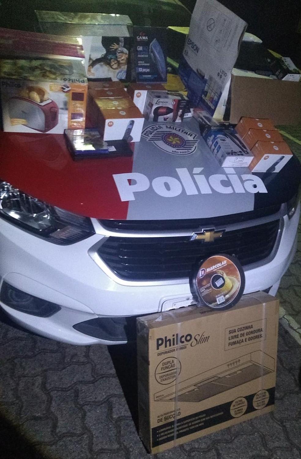 Produtos de roubo foram localizados na chácara em Itupeva — Foto: Polícia Militar/Divulgação