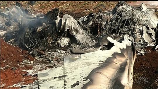 Avião cai, pega fogo e mata casal carbonizado em Jataí, GO
