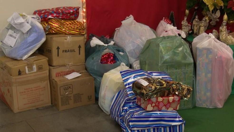 Mais de mil cartinhas foram enviadas ao Papai Noel, em Rio Branco e presentes iriam ser entregues em bairros  — Foto: Reprodução/Rede Amazônica Acre