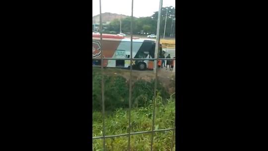 Santa Cruz tem ônibus apreendido por conta de dividas com o Detran-PE: veja vídeo