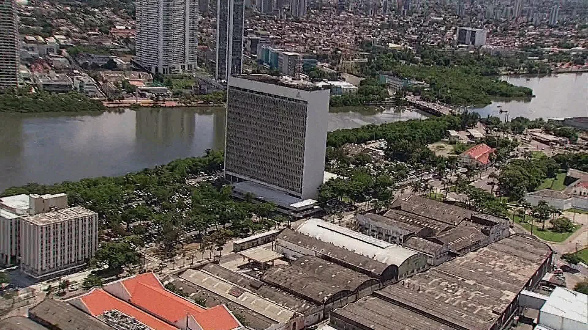 Recife anuncia corte de gastos de R$ 180 milhões para criar leitos de UTI e medidas de assistência social