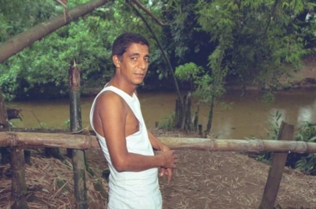 O cantor em seu sítio em Xerém, na Baixada Fluminense, em 1997