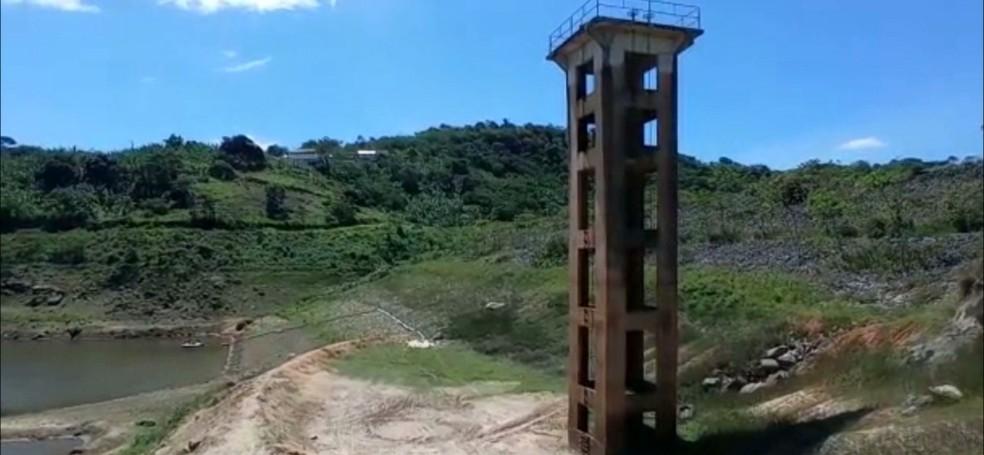 Água está sendo captada de reservatório já em volume morto, na Paraíba — Foto: Reprodução/TV Cabo Branco