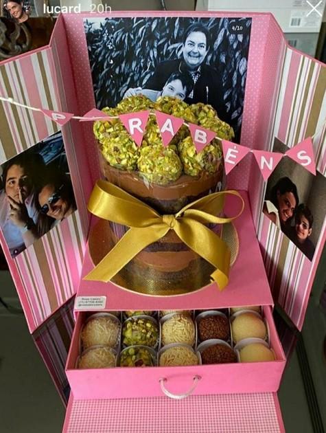 Luciana Cardoso mostra bolo do aniversário de 43 anos (Foto: Reprodução Instagram)