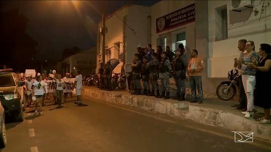 Moradores no MA realizam protesto por comerciante morto em gaiolão