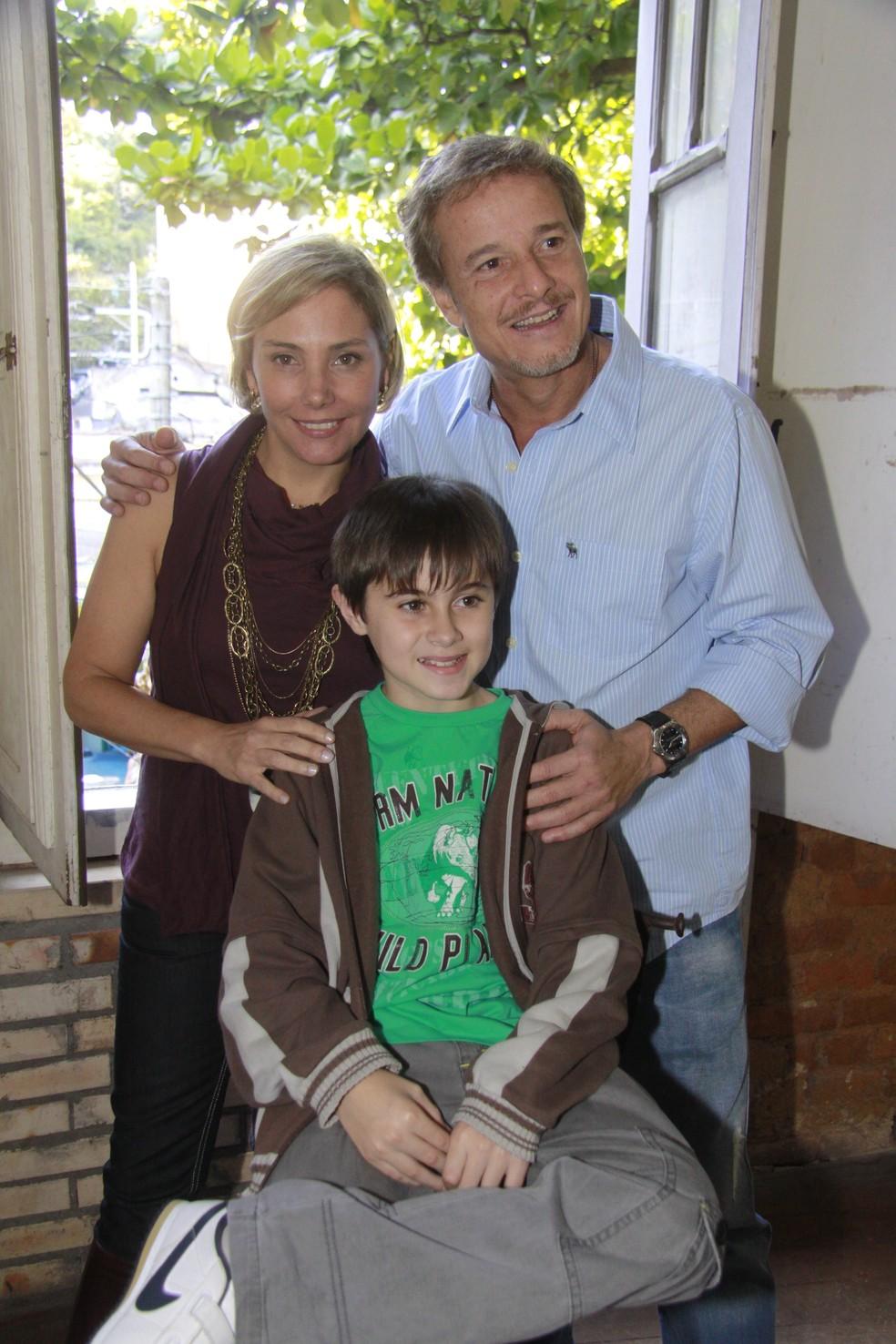 Rafael Miguel deu vida ao personagem Juca, na novela 'Cama de Gato', filho de Taís (Heloísa Perisse) e Bené (Marcello Novaes) — Foto: Isac Luz/TV Globo