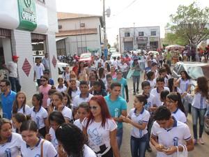 Protesto ocorreu no Centro de São Raimundo Nonato (Foto: Pedro Santiago/G1)