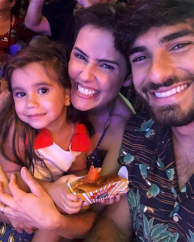 Maria Flor, Deborah Secco e Hugo Moura (Foto: Reprodução / Instagram)