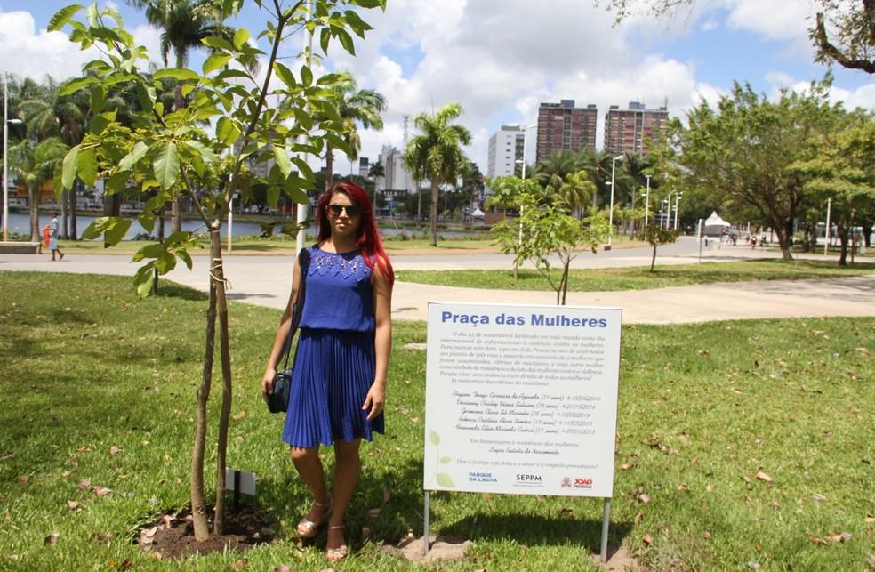 Praça das Mulheres homenageia vítimas de violência contra a mulher, no Parque da Lagoa, em João Pessoa (Foto: Krystine Carneiro/G1)