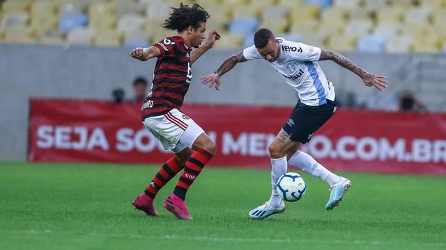 Luan em ação contra o Flamengo