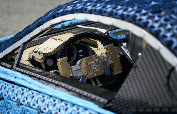 LEGO cria uma réplica em tamanho real e dirigível do Bugatti Chiron (Foto: Divulgação)