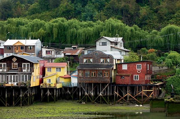 Lifestyle viagem Chile - Construídas no século 19, as palafitas de castro são cartão-postal da província (Foto: Carol Gherardi )