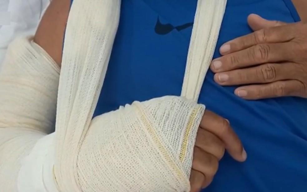 Idoso motorista de app diz que quebrou o punho durante briga com suspeito de não pagar corrida em Goiás — Foto: Reprodução/TV Anhanguera