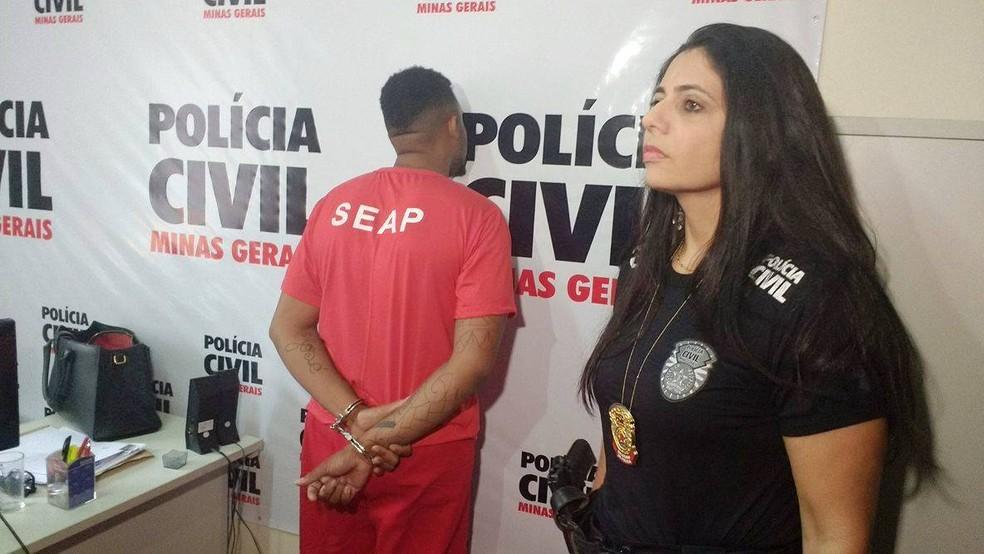 -  Suspeito de agredir mulher na frente da filha e desacatar policiais foi apresentando na manhã desta quinta-feira em Juiz de Fora  Foto: Gabriel Landi