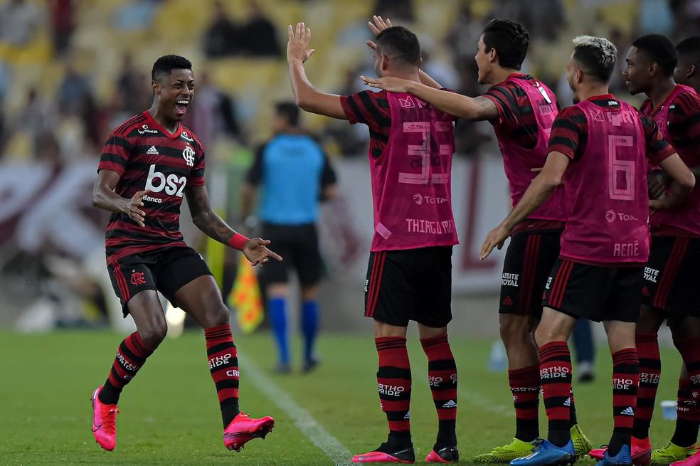 Bruno Henrique, do Flamengo, comemora gol contra o Fluminense — Foto: André Durão