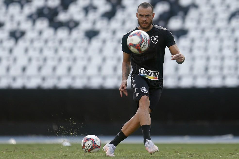 Pedro Castro está recuperado e volta a ficar à disposição de Enderson Moreira — Foto: Vitor Silva/Botafogo