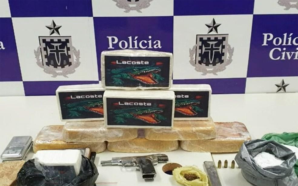 Tabletes das drogas apreendidas exibiam imagem de marca famosa de roupas — Foto: Reprodução/TV Bahia