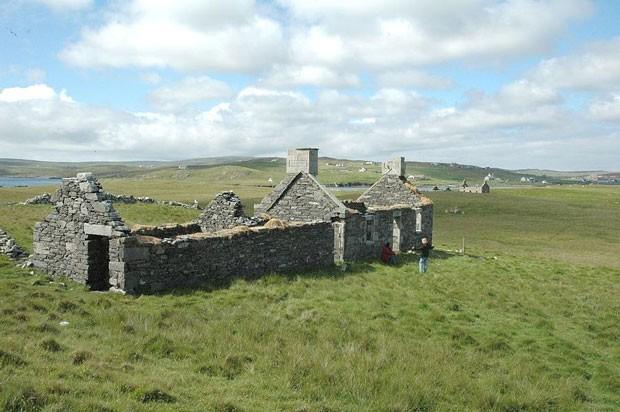 A ilha de Linga, na Escócia, é uma região sustentável, que utiliza energia renovável a partir de painéis de energia solar e moinhos de vento, e é dotada de uma natureza esplêndida. (Foto: Vladi Private Islands)