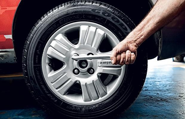 Chave de roda demonstra como o torque funciona (Foto: Autoesporte)