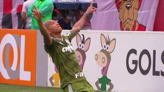 Marcos Rocha ajeita, e Deyverson abre o placar para o Palmeiras