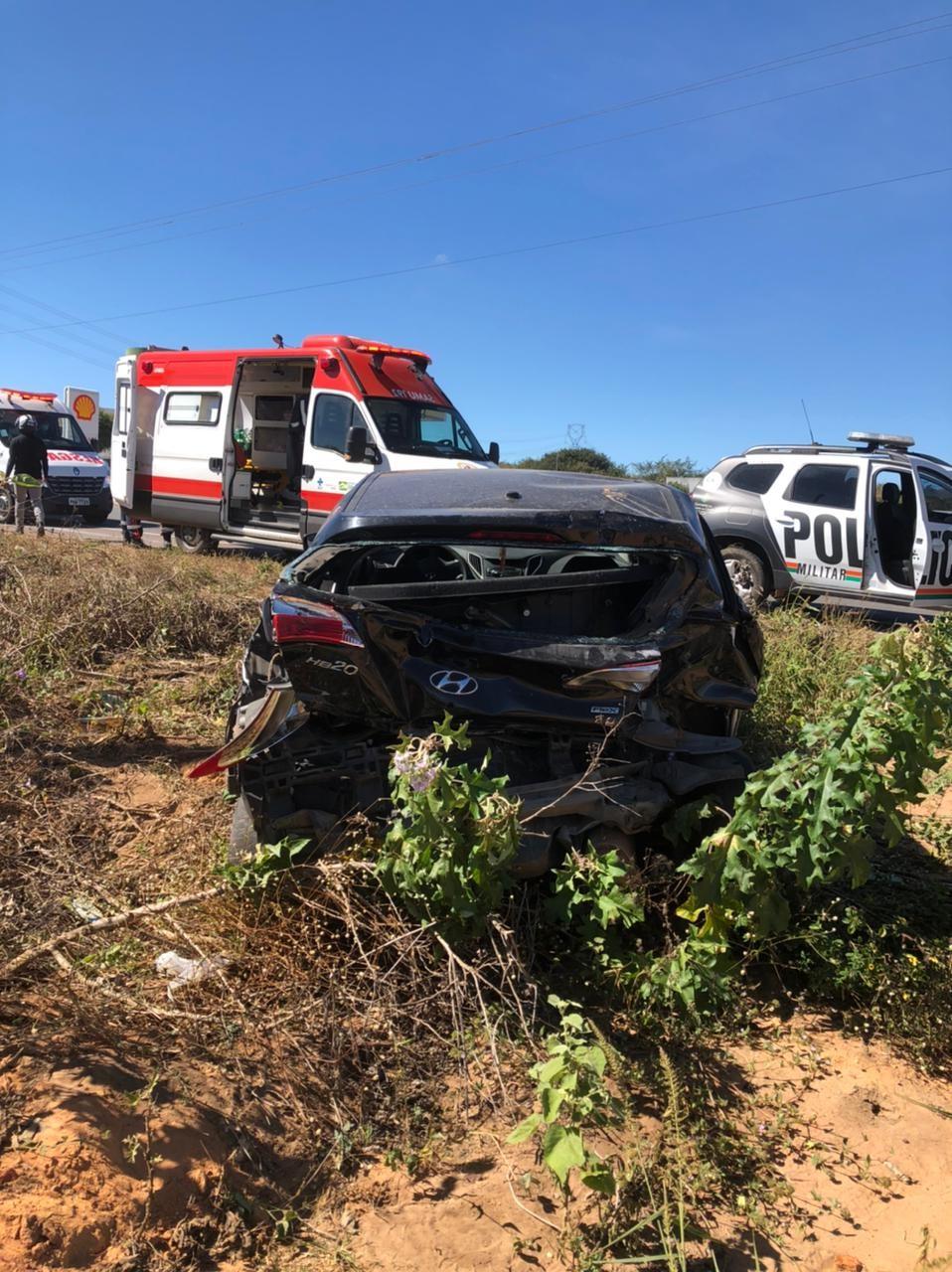 Colisão entre carro e caminhão deixa idoso de 63 anos ferido em rodovia no Ceará