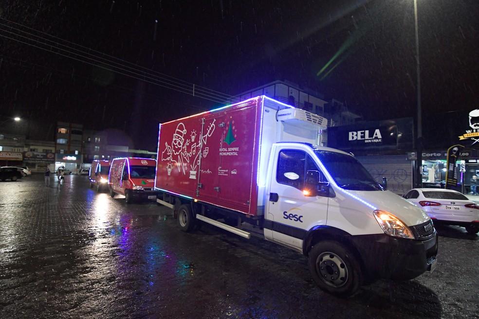 Carreata de Natal vai percorrer 12 regiões do DF e distribuir ceias de Natal para pessoas em situação de vulnerabilidade social — Foto: Sesc/ Divulgação