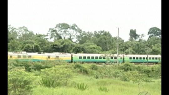 Descarrilamento de trem suspende transporte de carga e passageiros