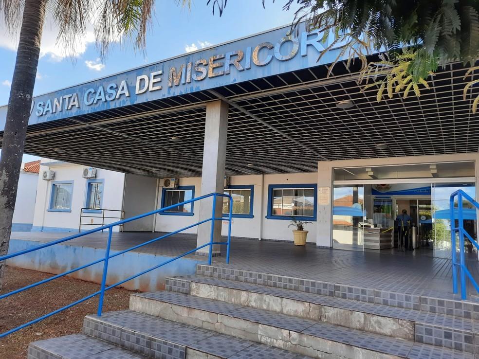 Preso fugiu durante atendimento médico na Santa Casa de Paraguaçu Paulista (SP) após tomar arma de policial — Foto: Anderson Camargo/ TV TEM