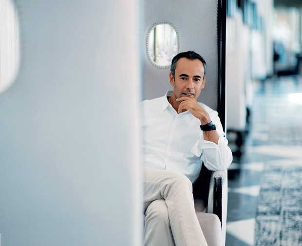 O mineiro Francisco Costa, 50, diretor criativo da Collection, marca de luxo do grupo Calvin Klein (Foto: Jahi Chikwendiu / The Washington Post / Getty Images)