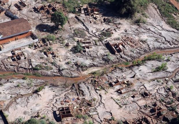 Lama da barragem de Fundão percorreu mais de 600 km - Gesteira (acima), distrito rural de Barra Longa, foi soterrado pela avalanche (Foto: FELIPE WERNECK/ASCOM/IBAMA)