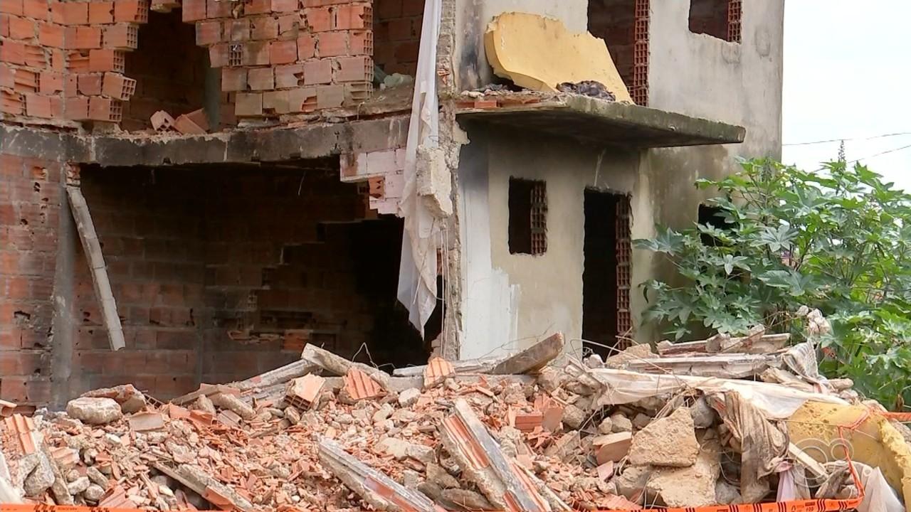 Desabamento de parte de prédio deixa dois feridos em Sorocaba