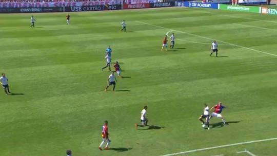 Sidcley arranca da defesa e marca um golaço para o Corinthians