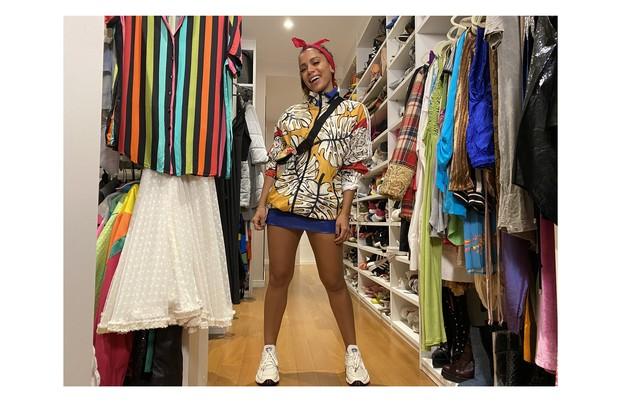 'Anitta Dentro da Casinha': em foto exclusiva, a cantora mostra seus figurinos de shows (Foto: Divulgação/Multishow)