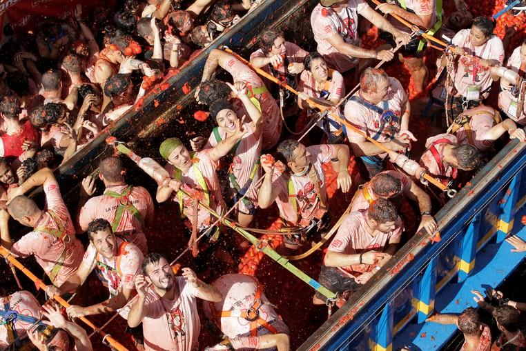 Tomatina de Buñol foi declarada Festa de Interesse Turístico Internacional em 2002 (Foto: Heino Kalis/Reuters)