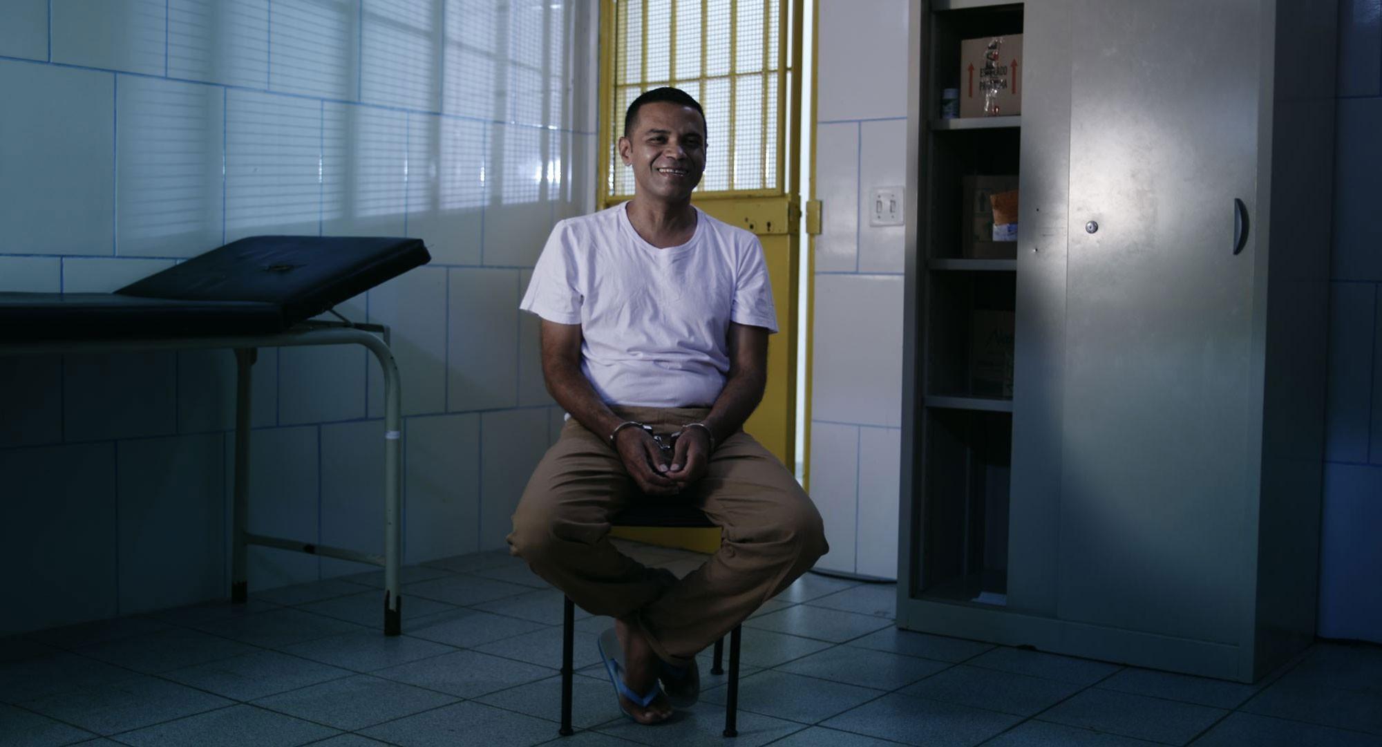 Itaú Cultural envia à Biblioteca Nacional para perícia obras que homem diz ter roubado em 2004