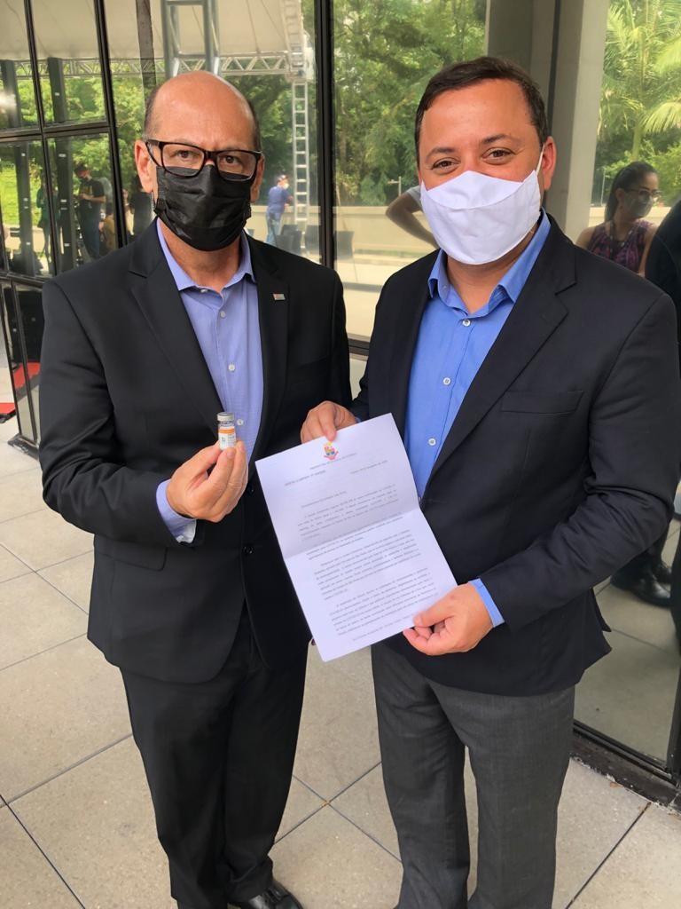Rodrigo Neves assina memorando e conversa com o presidente do Butantan, Dimas Covas, sobre  o  fornecimento de doses da vacina contra Covid-19  para Niterói