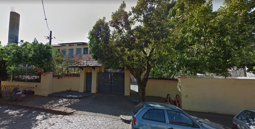 Professor e cuidador foram agredidos por menino de 12 anos em Lins — Foto: Reprodução/Google Street View