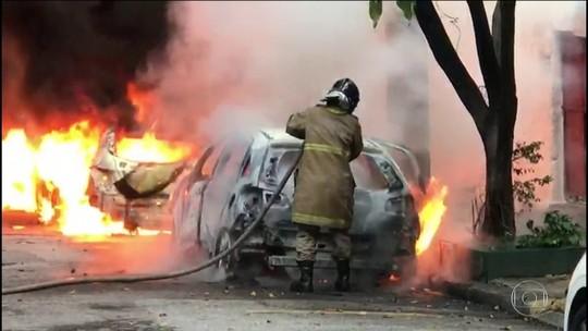 Carros são incendiados na Zona Norte do Rio