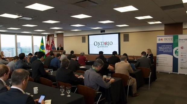 Grupos participanto de trabalho coletivo em Toronto, Canadá (Foto: Divulgação/Apex Brasil)