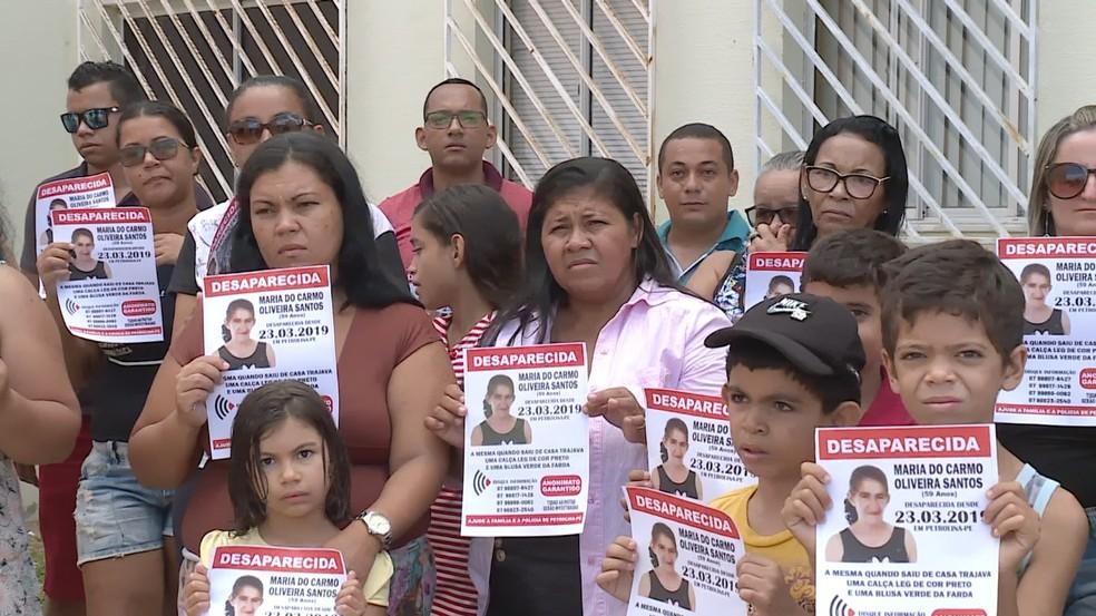 Amigos e familiares de Maria do Carmo estão em busca de notícias — Foto: Reprodução / TV Grande Rio