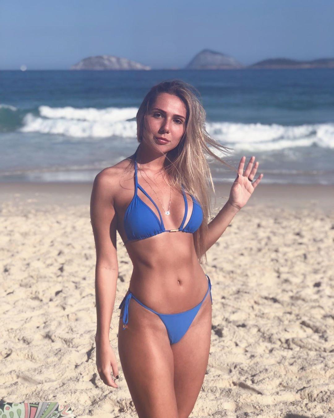 De biquíni, Carol Portaluppi celebra volta ao Rio de Janeiro - Quem   QUEM  News