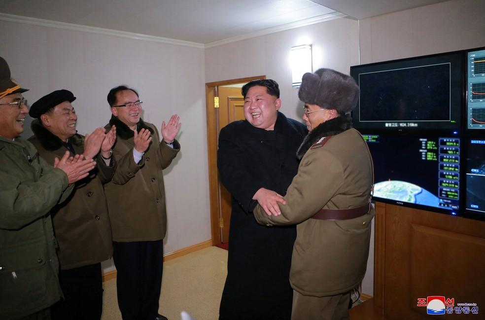 Podemos dialogar sem precondições com Coreia do Norte, diz Tillerson