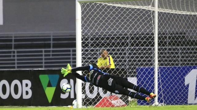 Jordi defende pênalti contra a Chapecoense