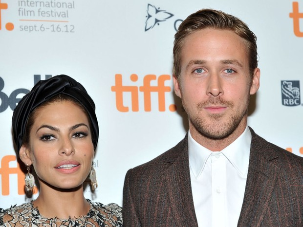 """TORONTO, ON - SEPTEMBER 07: Actors Eva Mendes and Ryan Gosling attend """"The Place Beyond The Pines"""" premiere during the 2012 Toronto International Film Festival at Princess of Wales Theatre on September 7, 2012 in Toronto, Canada.  (Photo by Sonia Recchia/ (Foto: Getty Images)"""