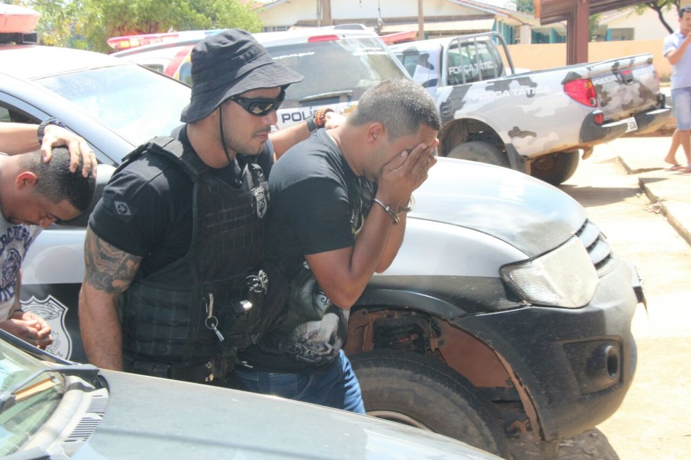Suspeitos foram levados para a Delegacia da Polícia Civil de Colniza (Foto: Harlis Barbosa/Arquivo pessoal)