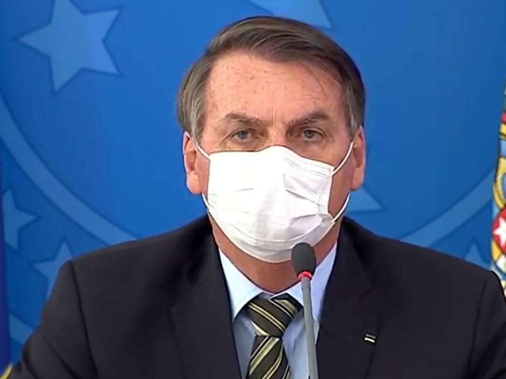 Pagamento do auxílio emergencial de até R$ 1200 deve começar na semana que vem, diz Bolsonaro