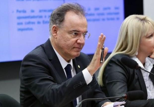 O relator da Previdência na comissão, Samuel Moreira (PSDB-SP) admite que retirar ou não os Estados é um ponto 'polêmico' da reforma (Foto: AGÊNCIA CÂMARA DOS DEPUTADOS)