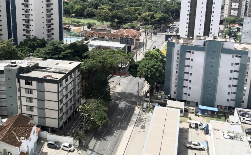 RECIFE - Estrada do Arraial, na Zona Norte do Recife, por volta das 11h do dia 26 de março — Foto: Tereza Vaz/Arquivo pessoal