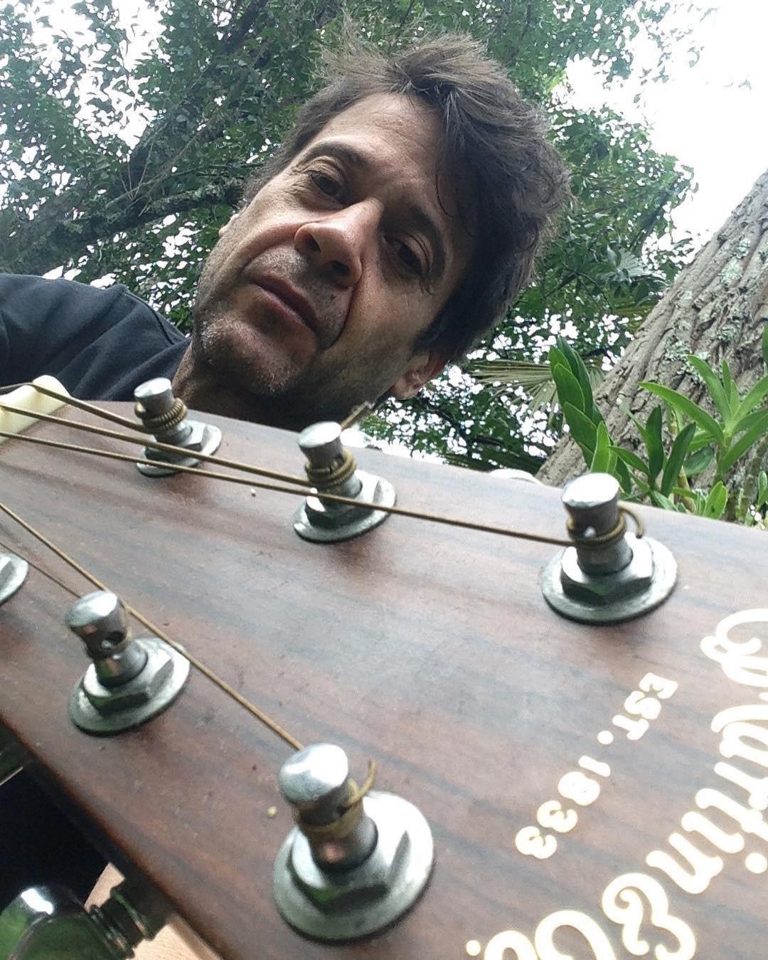 Sérgio Knust sai de cena como músico que fez do toque da guitarra uma religião seguida com fé na deusa música