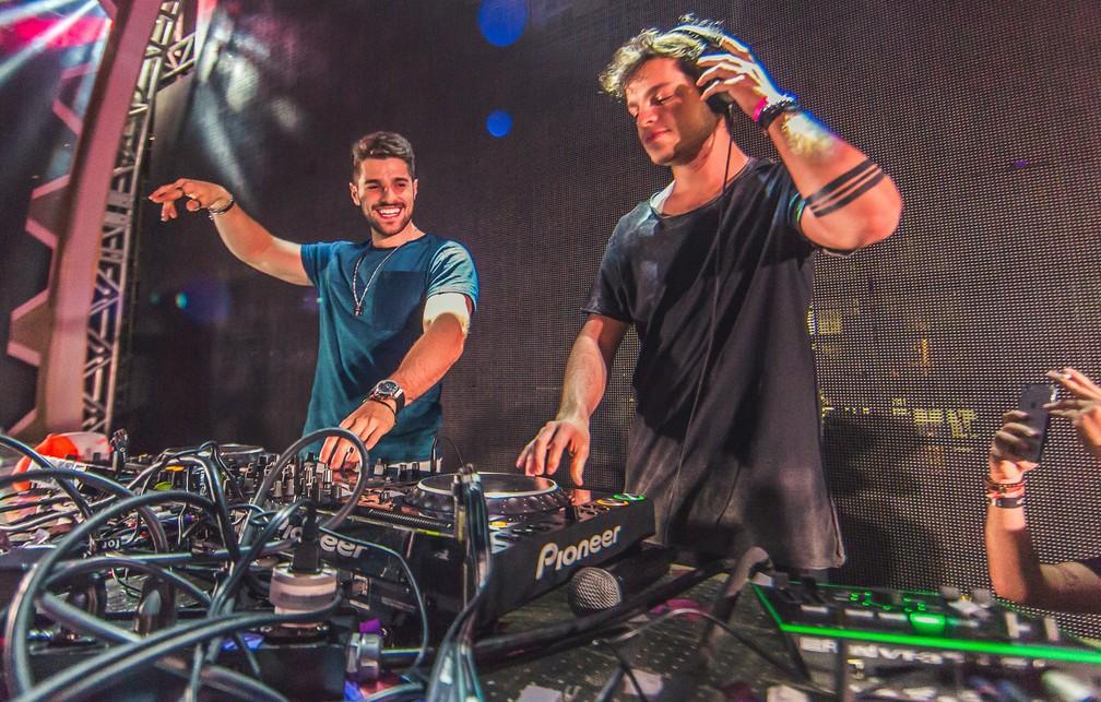 DJs Alok e Bhaskar: irmãos gêmeos na mesma profissão — Foto: Divulgação
